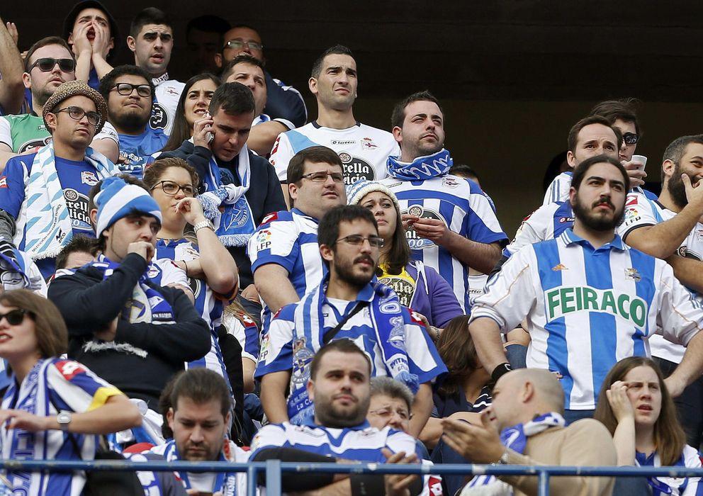 Foto: Aficionados del Deportivo de La Coruña en el Vicente Calderón (EFE)