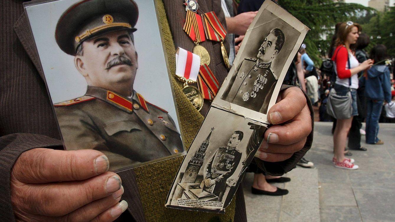 En tierra de nadie y con nombre soviético: la capital que recuperó a Stalin en el siglo XXI