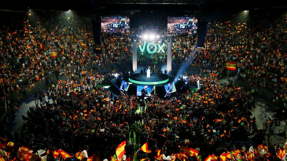 Foto: Santiago Abascal, en el último acto de Vistalegre, donde hubo una decena de pantallas gigantes. (Reuters)