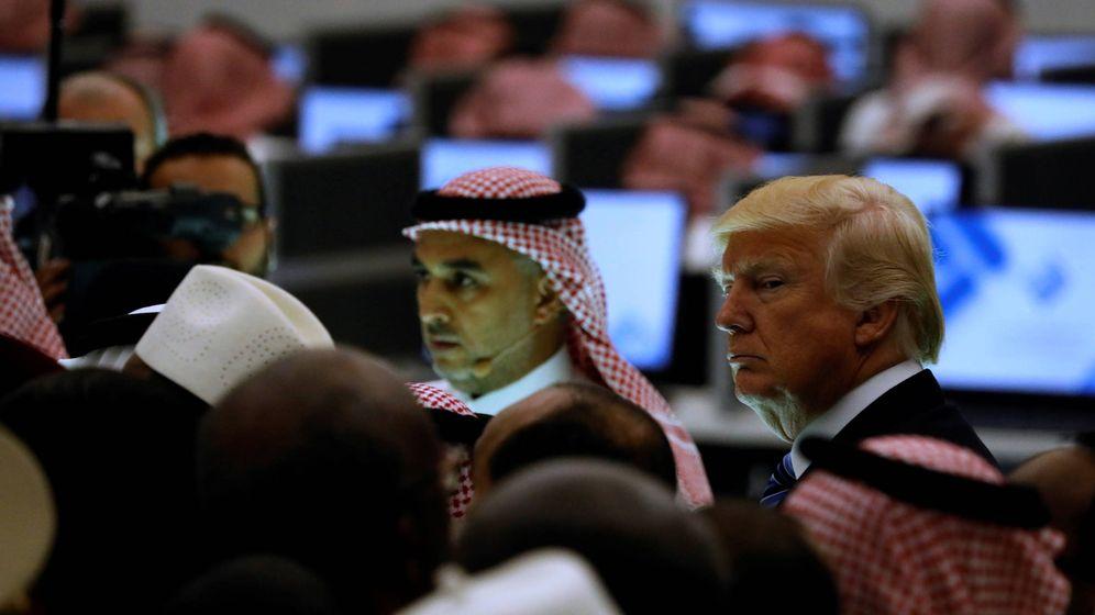 Foto: Trump y otros líderes durante una visita al Centro para Combatir el Extremismo, en Riad, Arabia Saudí. (Reuters)