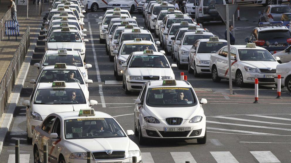 Uber incendia el taxi con su tarifa de 15 € al aeropuerto: Es una provocación