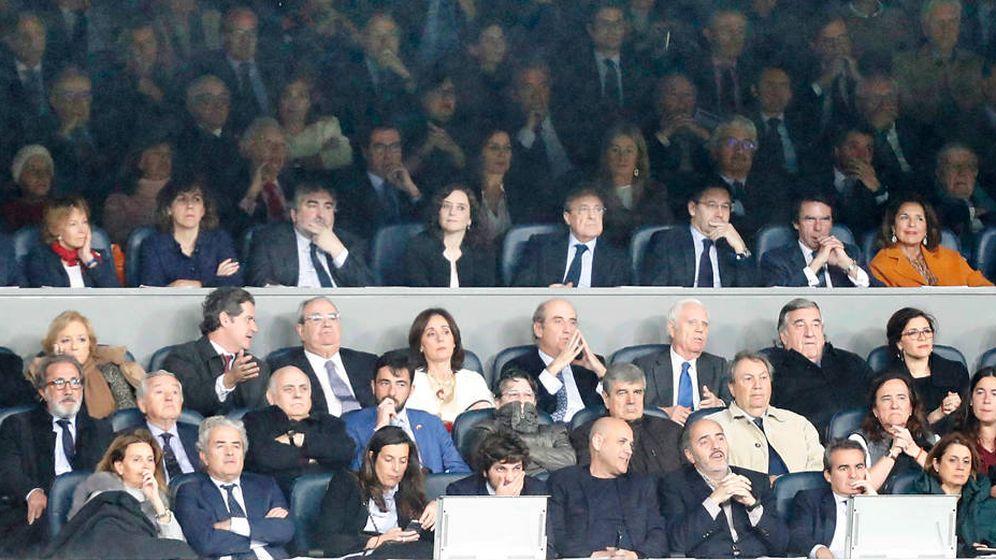 Foto: Las caras del palco del Real Madrid - Barcelona en el Santiago Bernabéu