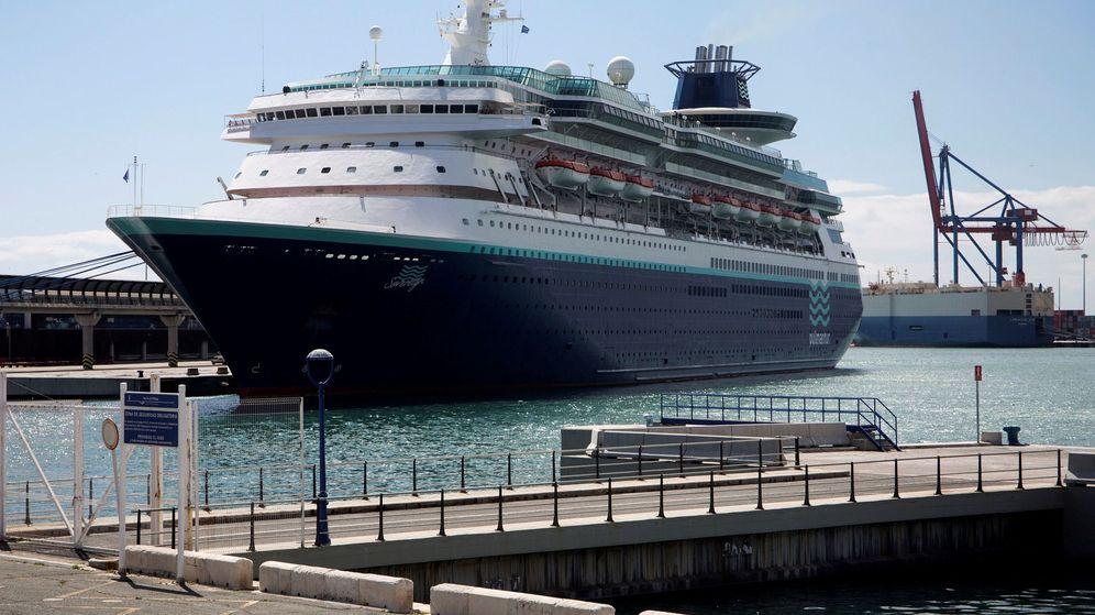 Foto: El crucero Sovereign, perteneciente a la compañía Pullmantur, que se encuentra atracado en el puerto de Málaga. (EFE)