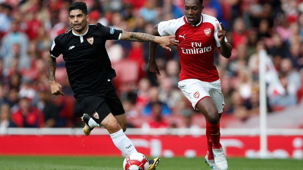 Foto: Éver Banega, durante el partido amistoso que disputaron Arsenal y Sevilla. (Reuters)