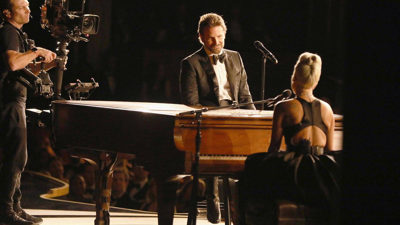 Cooper y Gaga, durante su actuación en los Oscar. (Getty)