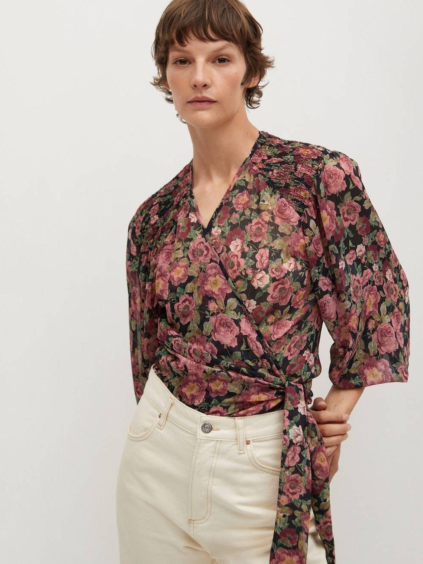 Blusa de flores de Mango. (Cortesía)