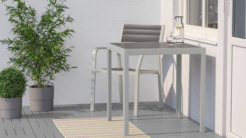 Añade un toque de color con esta alfombra de exterior de Ikea. (Cortesía)