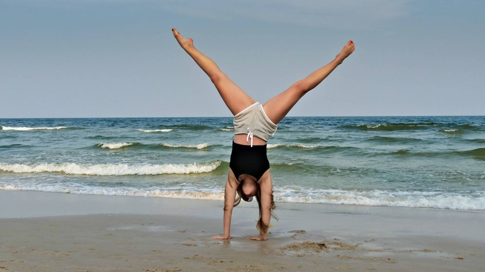 Foto: Aprende a hacer los jumping jacks. (Zibik para Unsplash)