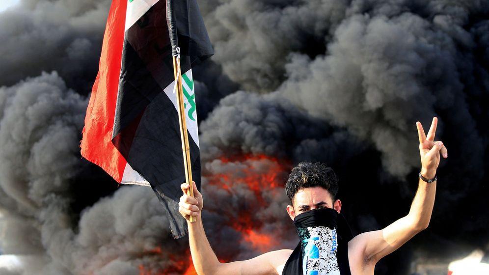 Foto: Un manifestante en Bagdad, Irak, el pasado 2 de octubre. (Reuters)