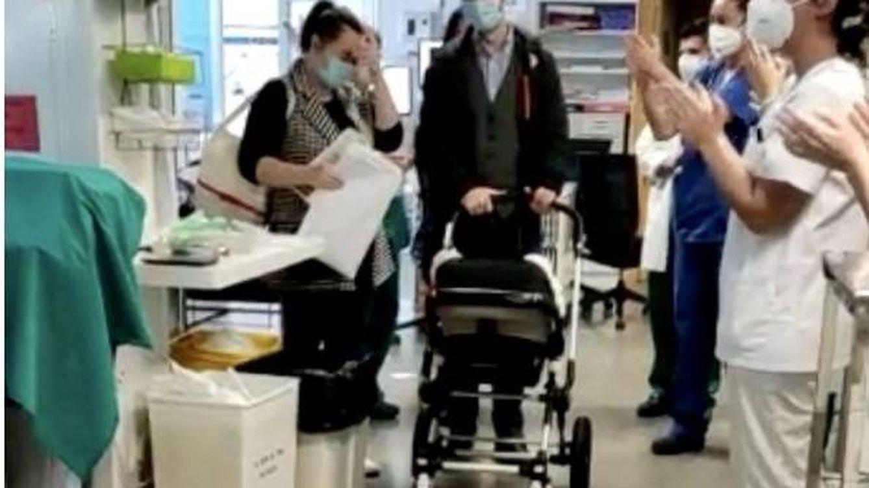 Un bebé sale del hospital tras permanecer 70 días en la UCI por coronavirus