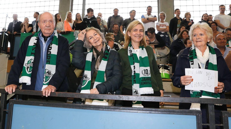 El rey Juan Carlos, la reina Sofía, la infanta Cristina y Claire Liebaert, en Hannover. (Cordon Press)