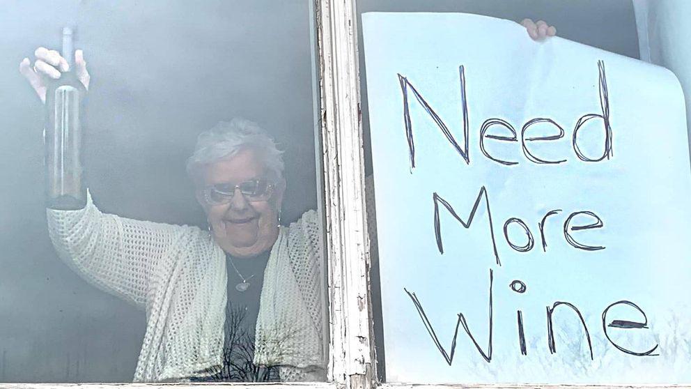 Necesito más vino, el viral llamamiento de una anciana canadiense