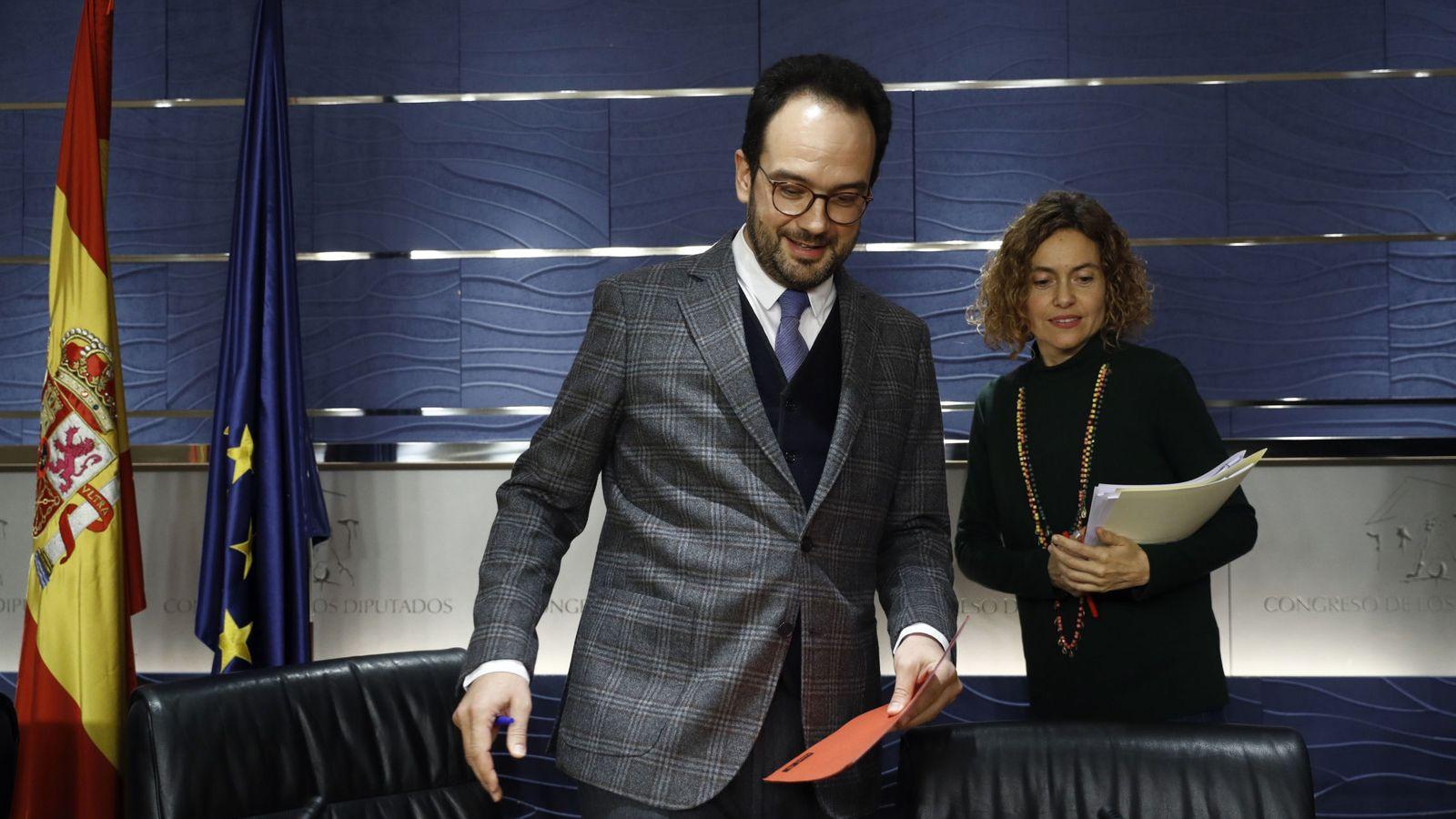 Foto: El portavoz socialista en el Congreso, Antonio Hernando, con la diputada Meritxell Batet, el pasado 13 de febrero. (EFE)