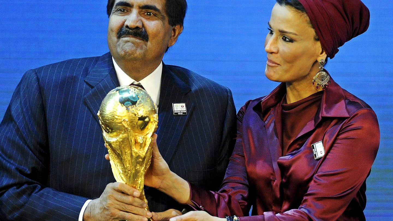 La jequesa de Catar, con su marido. El país organizará el Mundial de fútbol de 2022. (EFE)