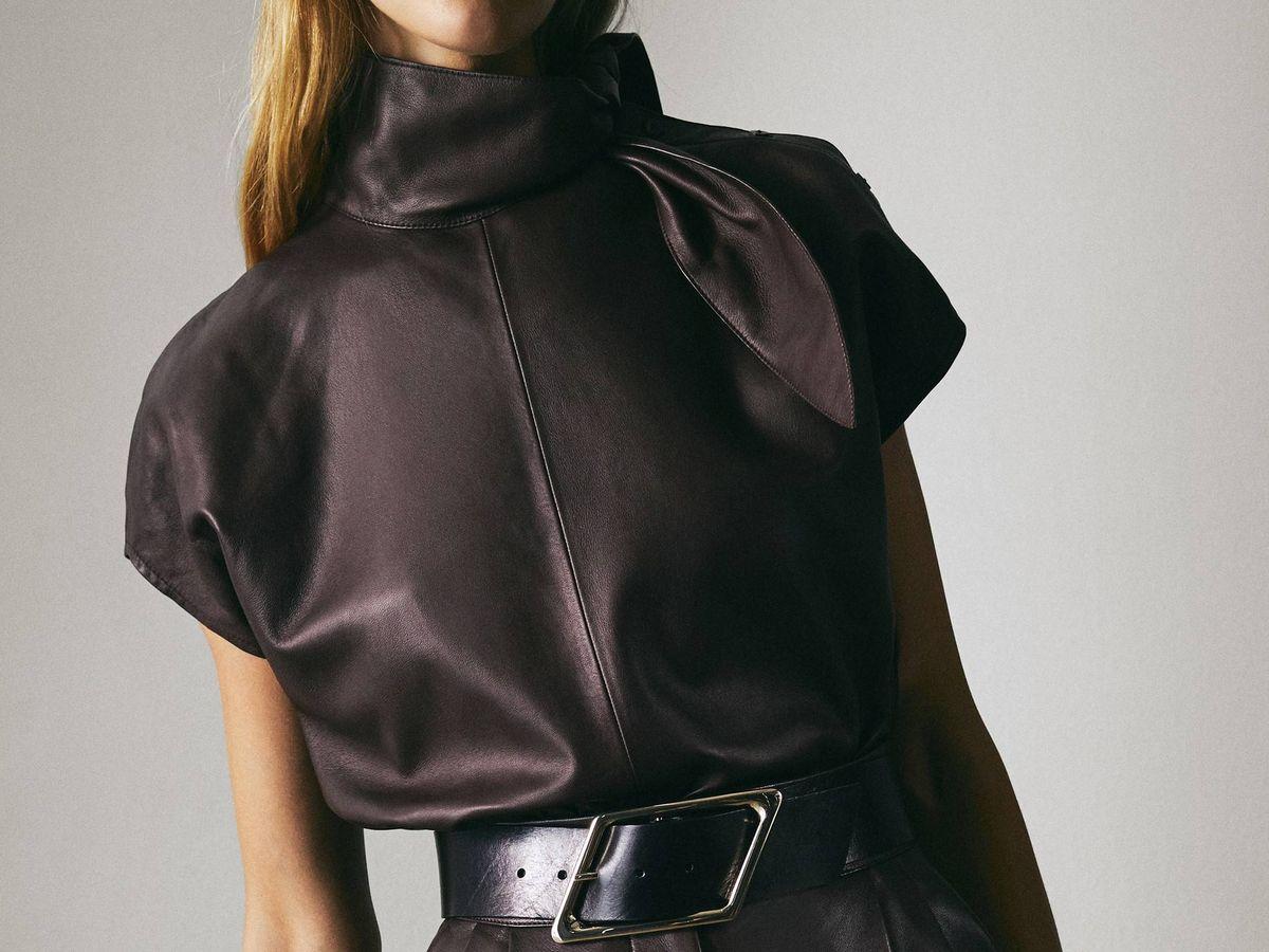 Foto: Massimo Dutti nos conquista con este top y pantalón de piel. (Cortesía)