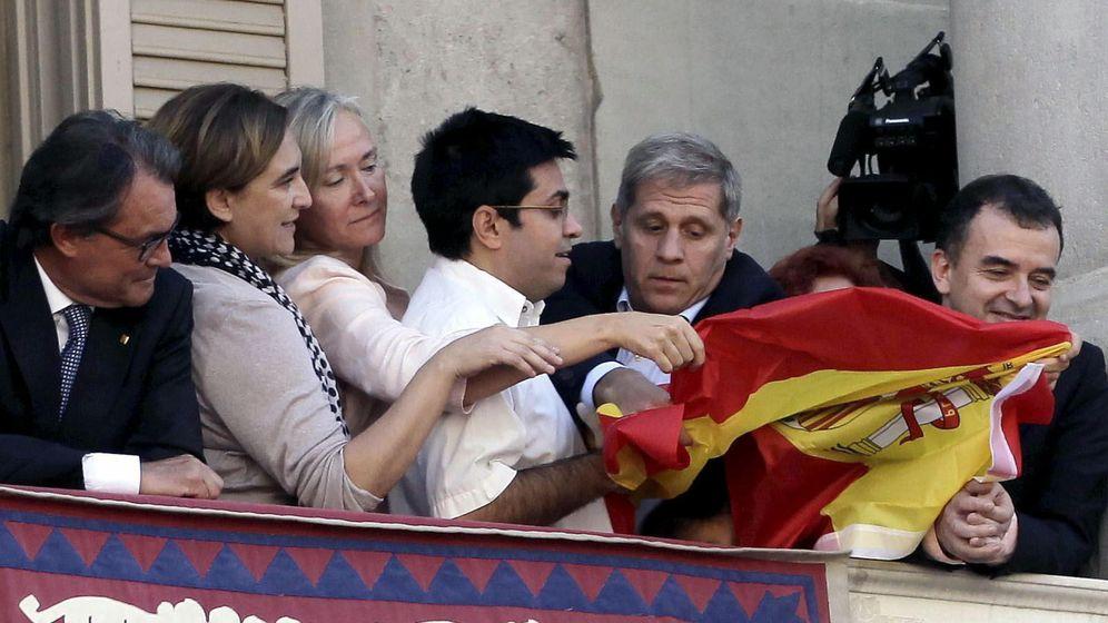 Foto: El primer teniente de alcalde, Gerardo Pisarelo (4i), durante los actos de la Mercé. (EFE)