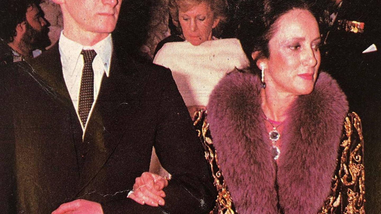 La marquesa de Tamarit, con su hijo.