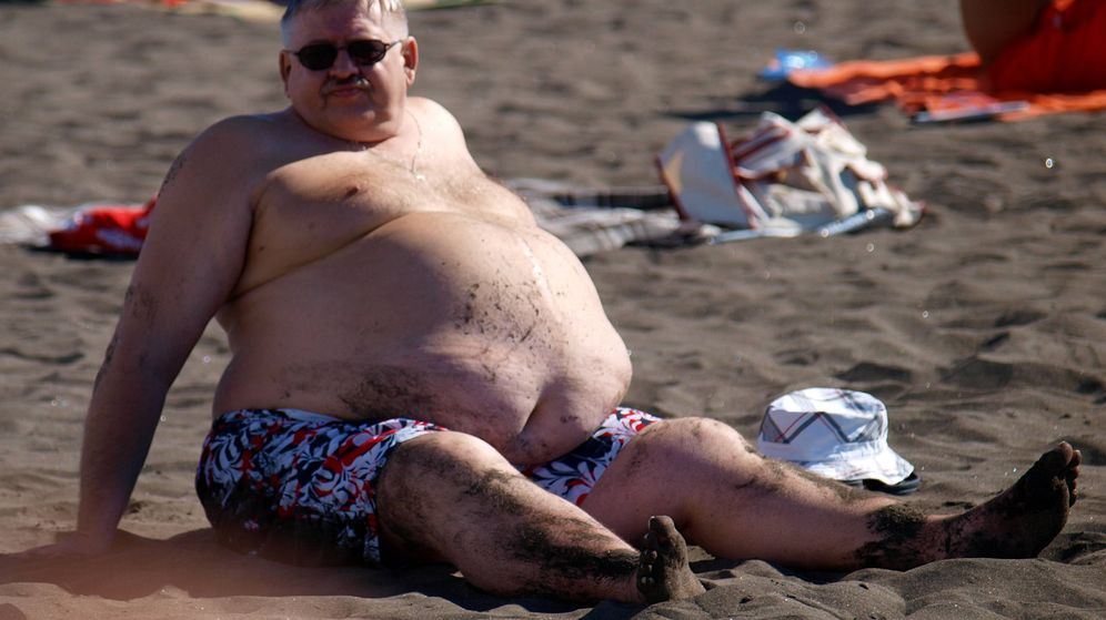 Foto: Un hombre con obesidad abdominal, en Tenerife. (Tibor Végh)