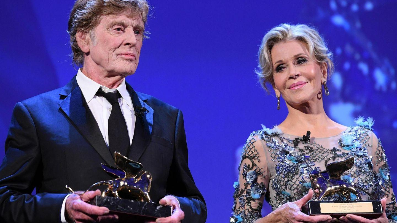 Con Jane Fonda, cuando recibieron el León de Oro a toda su carrera en Venecia en 2017. (EFE)