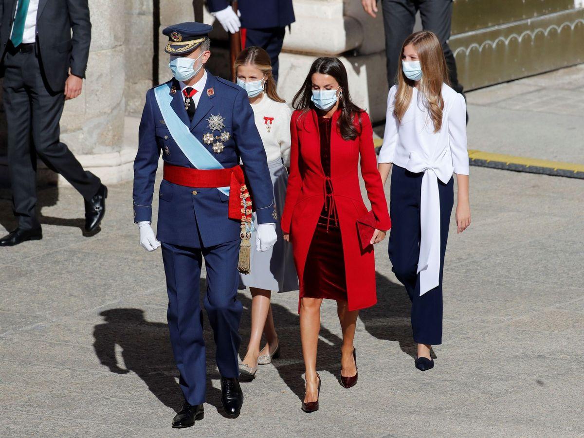 Foto: Los Reyes y sus hijas, en el Día de la Fiesta Nacional. (EFE)