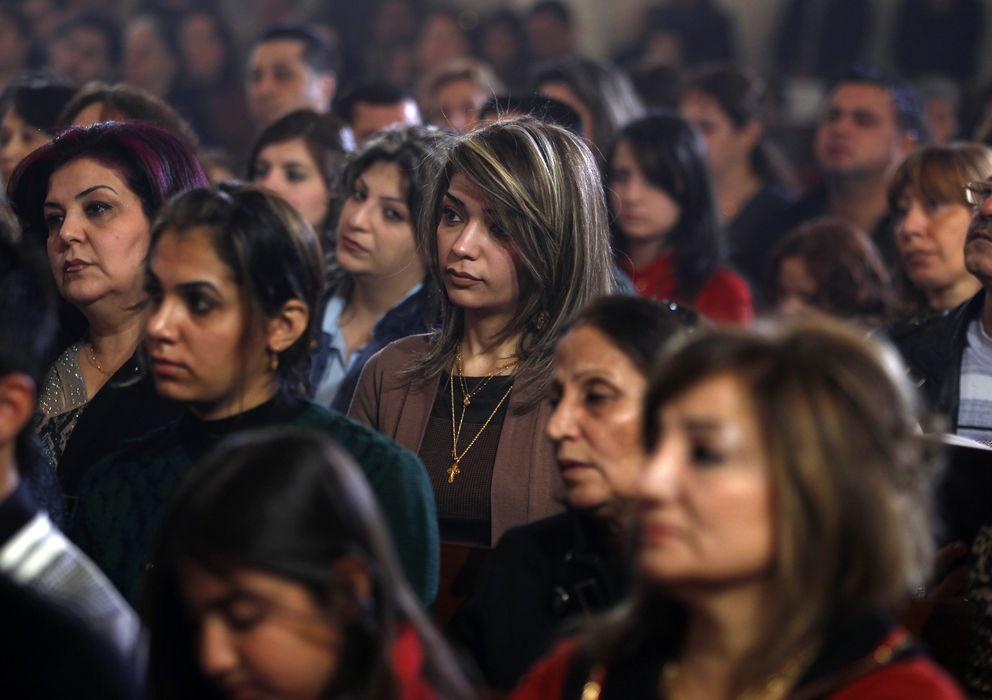 Foto: Cristianos iraquíes asisten a la misa de Navidad celebrada en una iglesia de Bagdad, la capital del país (Reuters).