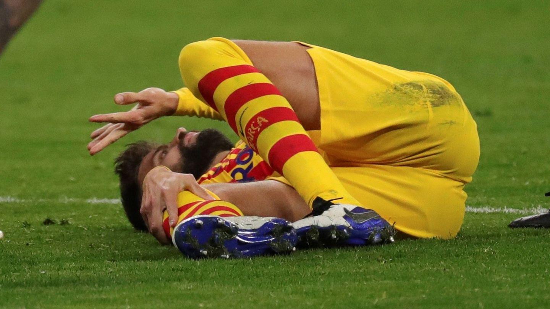 Piqué se lesionó durante el encuentro y tiene pinta de que será de gravedad. (EFE)
