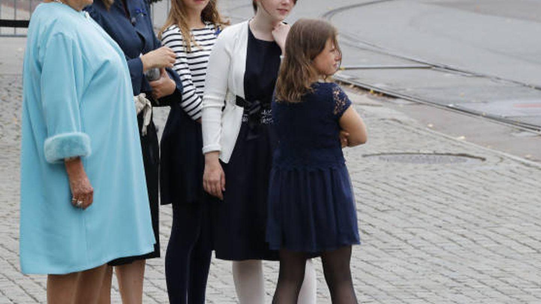 Marta Luisa y sus tres hijas. (Redes)