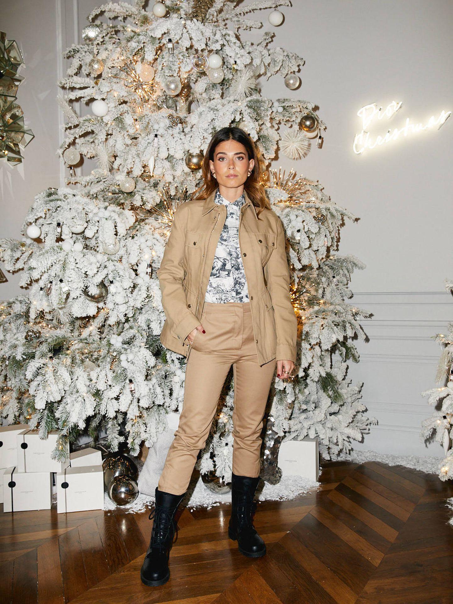 La influencer posando con la precolección de Maria Grazia Chiuri para Dior.