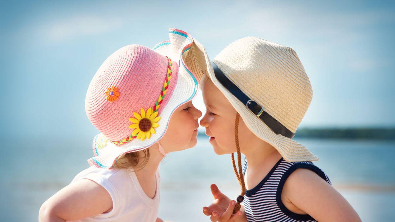 Un niño y una niña que perfectamente podrían ser nuestra pareja. (iStock)
