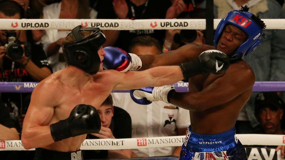 Foto: Imagen del primer combate entre KSI (d) y Logan Paul, celebrado en agosto de 2018 en Mánchester (ReunoUnido). (Reuters)