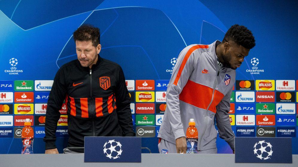 Foto: Simeone y Thomas Partey en una conferencia de prensa antes de un partido de la Champions. (Efe)