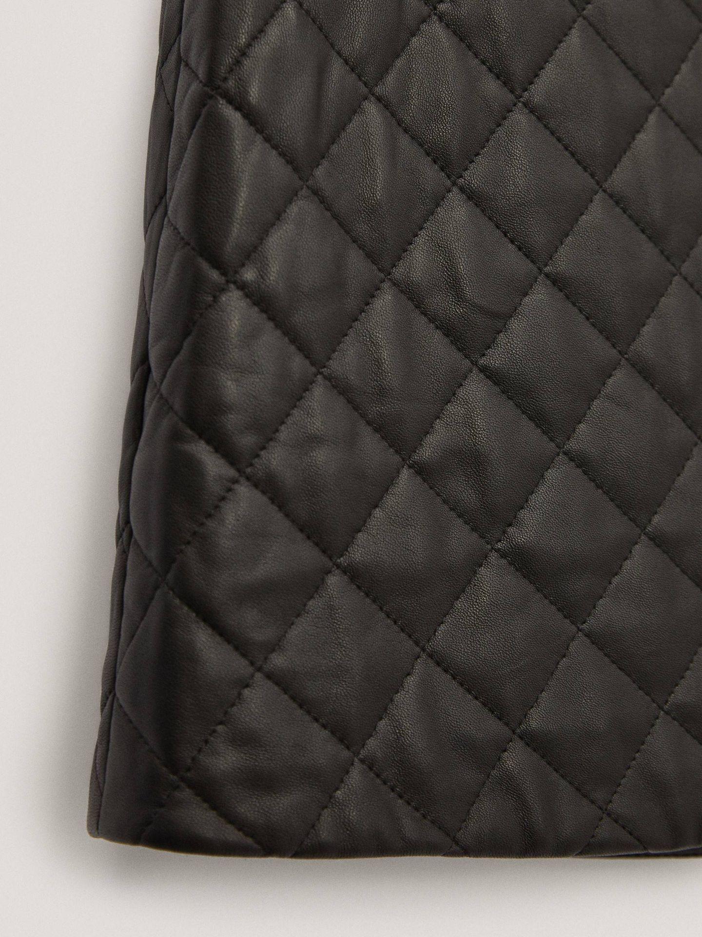 Falda de piel de Massimo Dutti. (Cortesía)