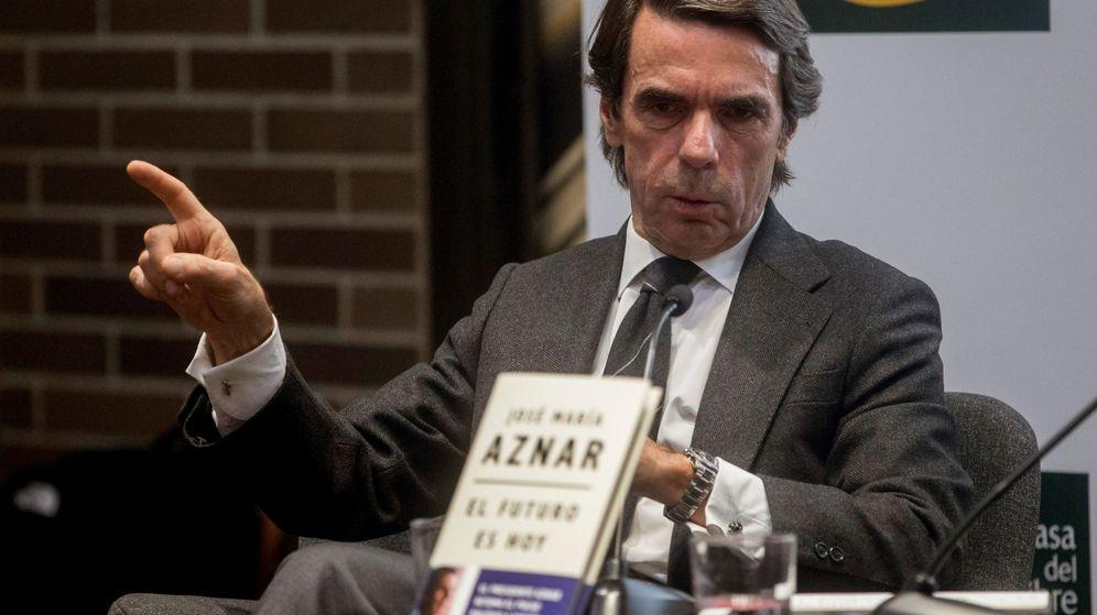 Foto: El expresidente del Gobierno José María Aznar presenta en Barcelona su libro 'El futuro es hoy'. (EFE)