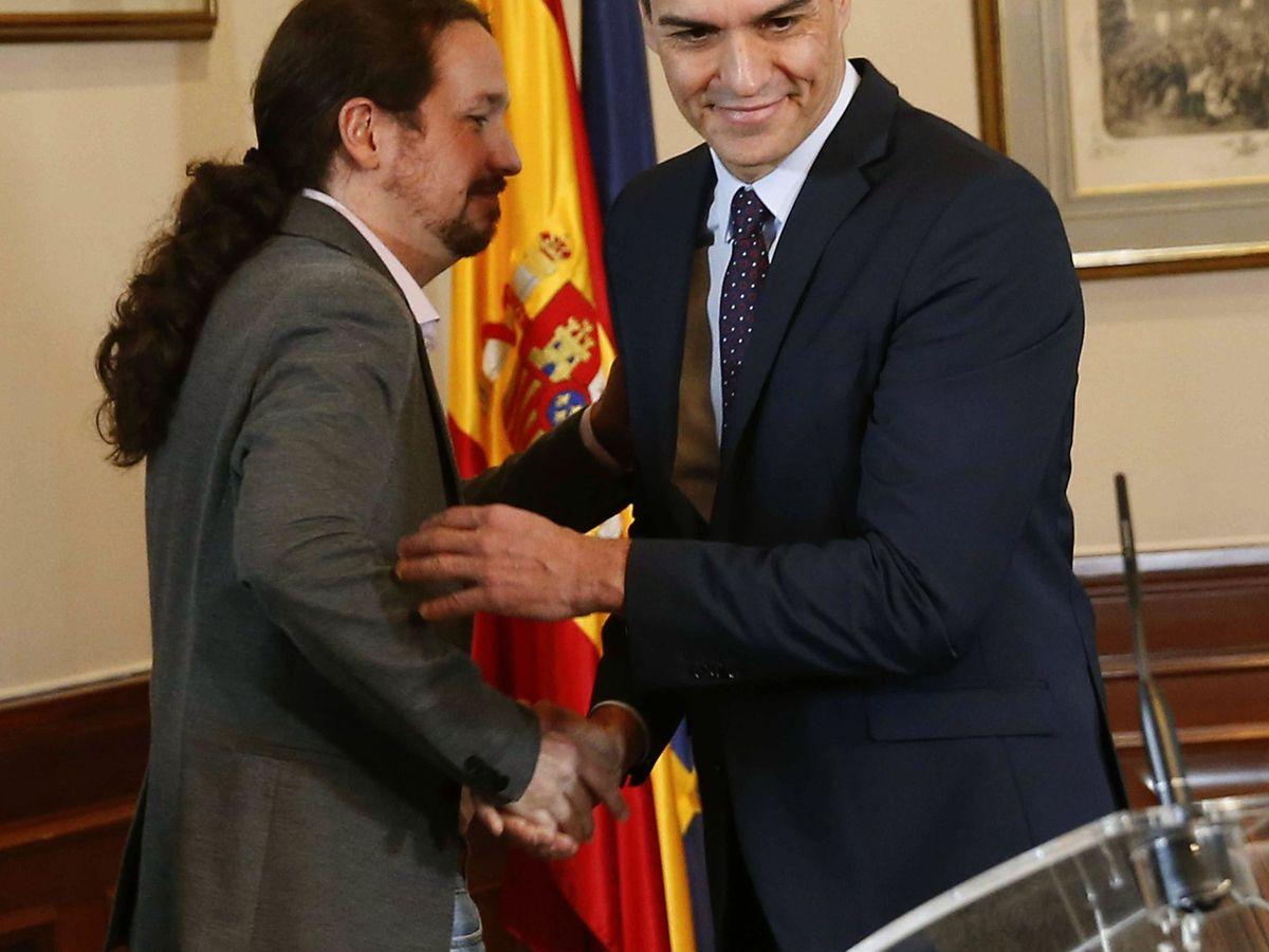 Foto: Pedro Sánchez y Pablo Iglesias firman un principio de acuerdo para formar Gobierno. (EFE)