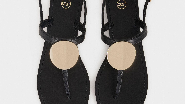 Sandalias negras de Parfois. (Cortesía)