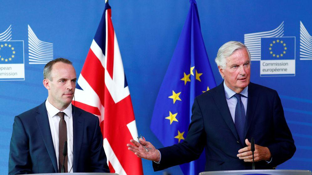 Foto: El ministro del Brexit Dominic Raab y el negociador jefe de la UE Michel Barnier, en Bruselas, esta semana. (Reuters)