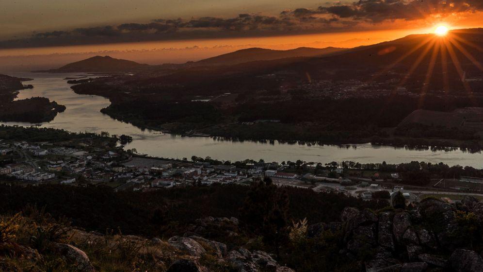 Foto: Vista de la desembocadura del río Miño desde el Mirador de O Cervo en Vila Nova de Cerveira. (Efe)