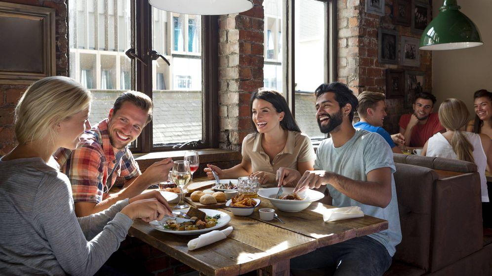 Foto: Relacionamos comer fuera con el placer y el sabor, pero también con los kilos de más. (iStock)