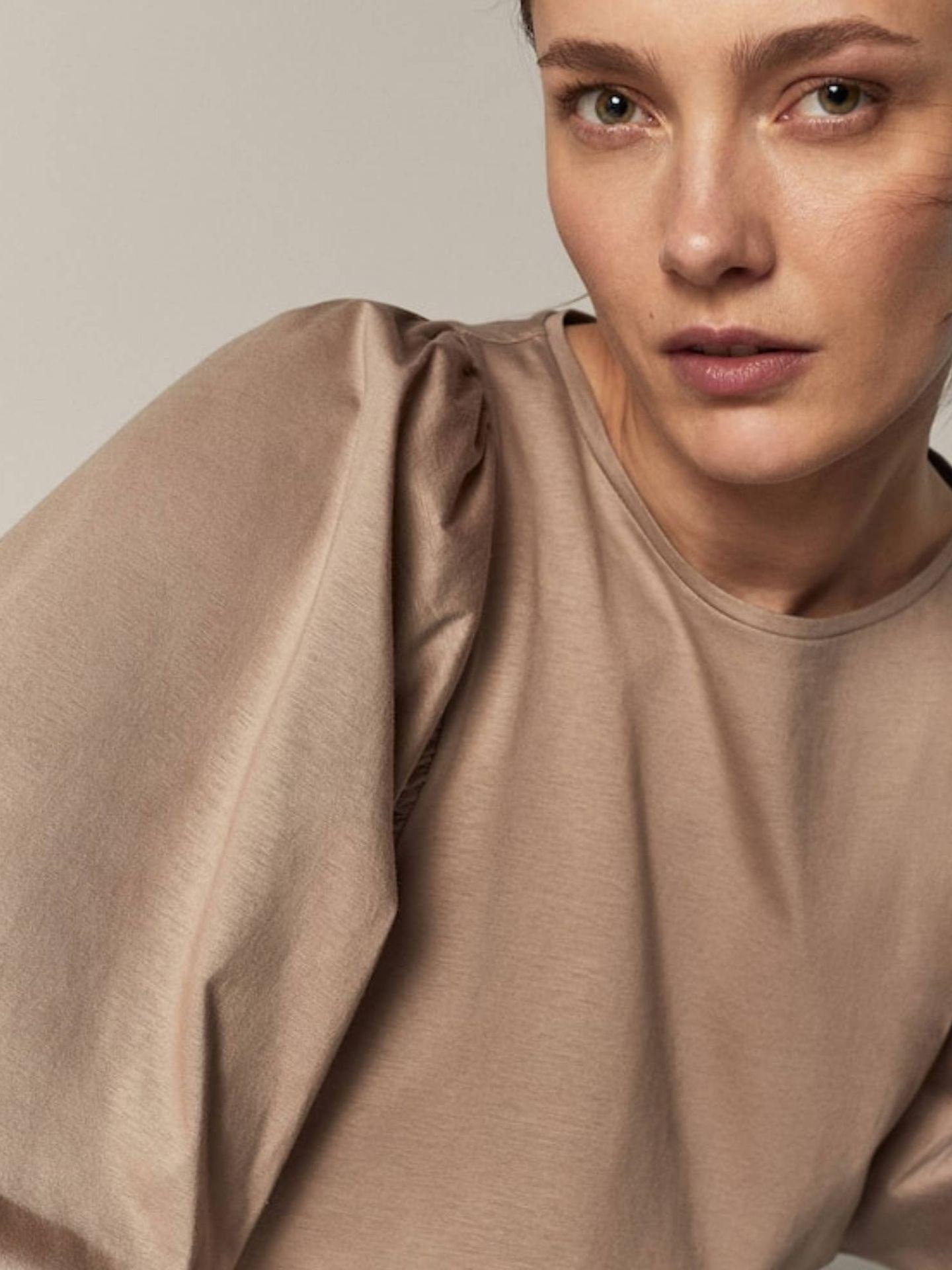 Camiseta de mangas abullonadas de Massimo Dutti. (Cortesía)