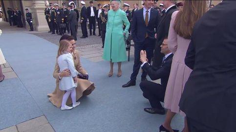 El tierno momento en el que la princesa Estelle posa junto a su madrina, la princesa Mary