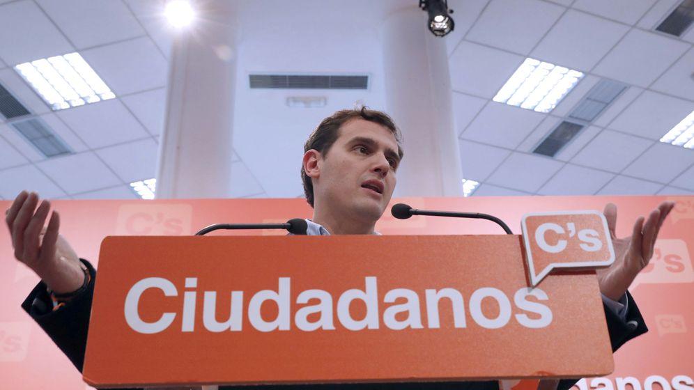 Foto: El presidente de Ciudadanos, Albert Rivera, durante la rueda de prensa que ha ofrecido hoy tras la reunión de la Ejecutiva Nacional del partido. (EFE)