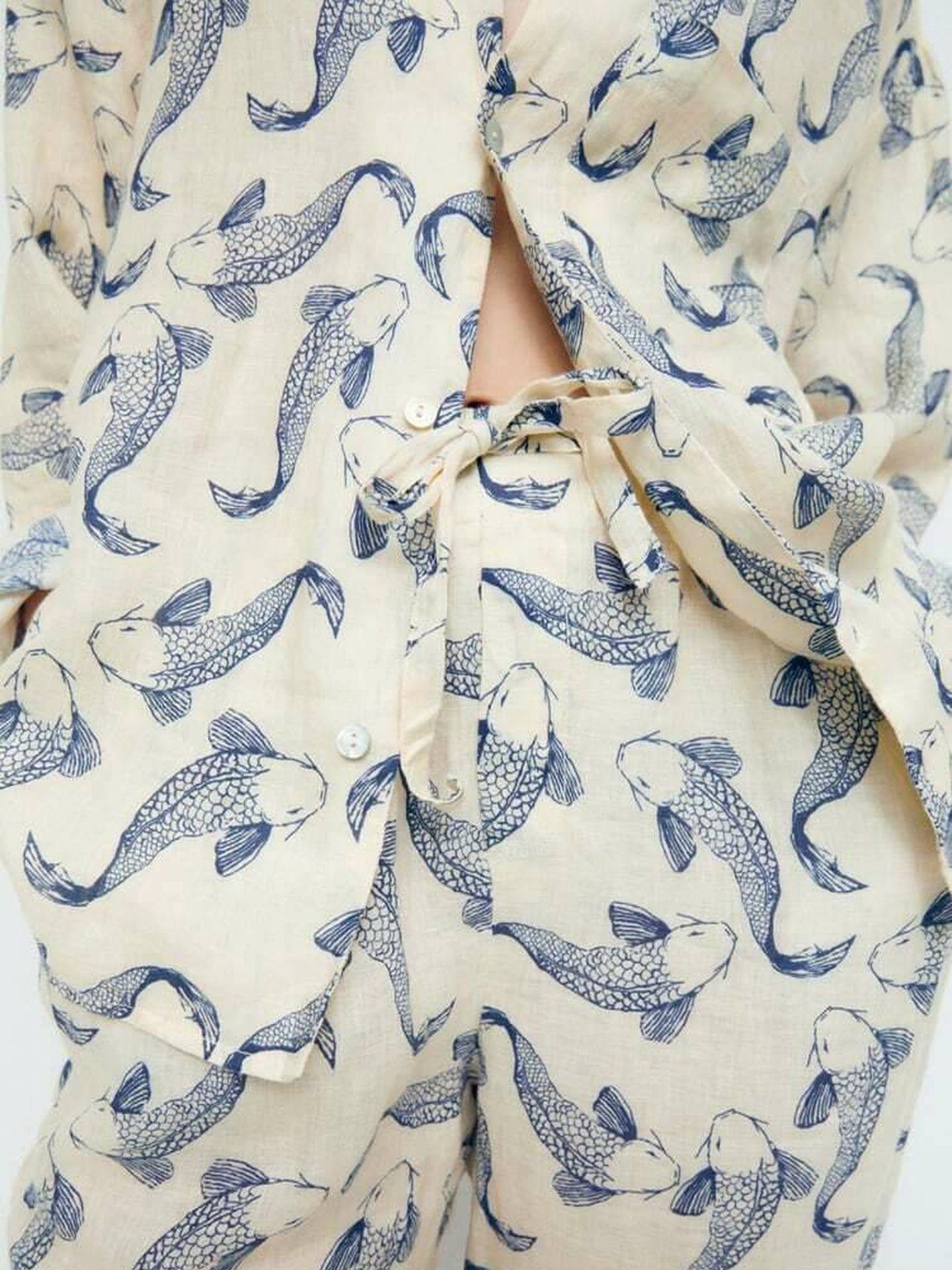 El conjunto de camisa y pantalón de Zara para el entretiempo. (Cortesía)