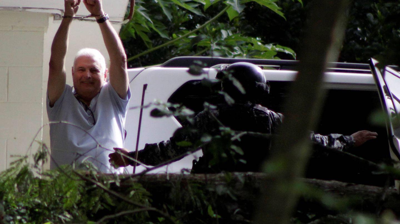 El expresidente panameño en las afueras de El Renacer.  (Reuters)