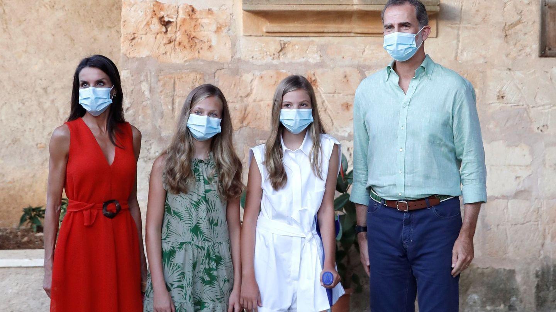 Los reyes y sus hijas en Mallorca. (EFE)