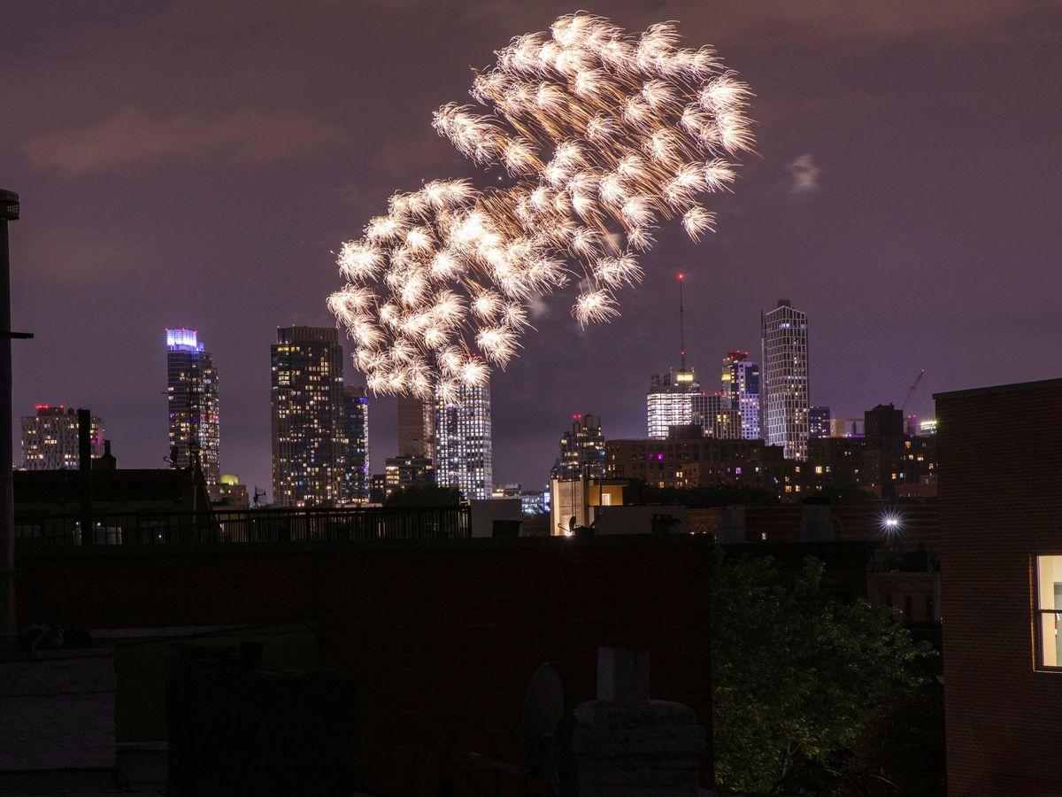 Foto: Fuegos artificiales ilegales en el barrio de Brooklyn. (Reuters)
