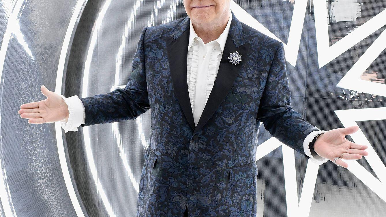 Elton John y Michael Caine protagonizan una divertida campaña provacunas