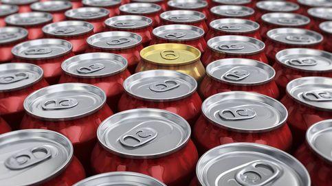 La razón real por la que nunca debes beber directamente de la lata