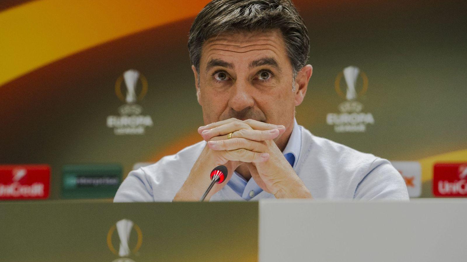 Foto: Míchel, en una rueda de prensa con el Olympique (EFE)