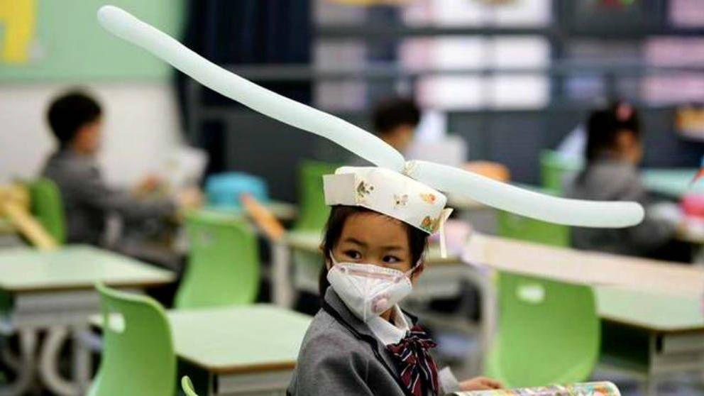 El ingenioso truco chino para que los niños mantengan la distancia en la vuelta al colegio