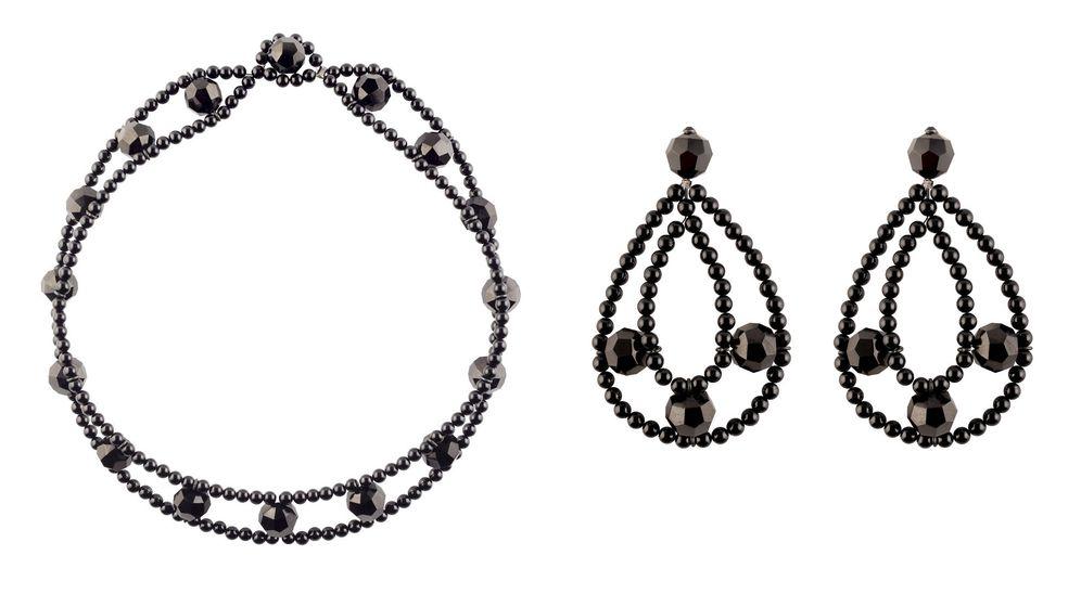 Foto: El collar y los pendientes de azabache y ónix diseñados por Patricia Reznak para Grassy.